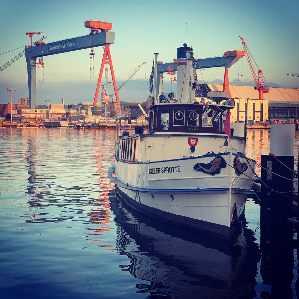 "Blick auf den Hafen Kiel ""Kieler Sprotte"""